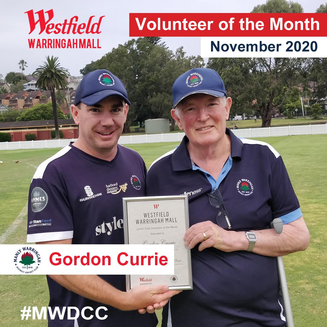Gordon Currie receiving volunteer award